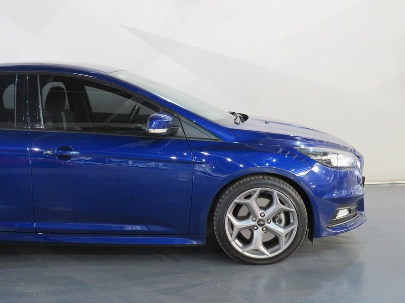 Ford Focus St 2.0 Ecoboost St1 Image 4