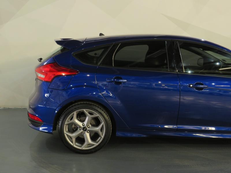 Ford Focus St 2.0 Ecoboost St1 Image 5