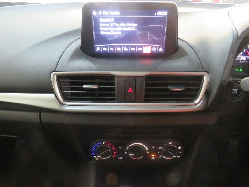 Mazda 3 2.0 Individual 5-Door At Image 10