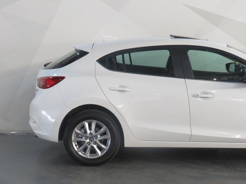 Mazda 3 2.0 Individual 5-Door At Image 5
