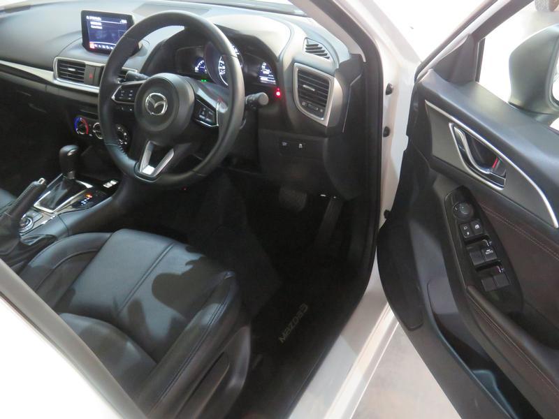 Mazda 3 2.0 Individual 5-Door At Image 7