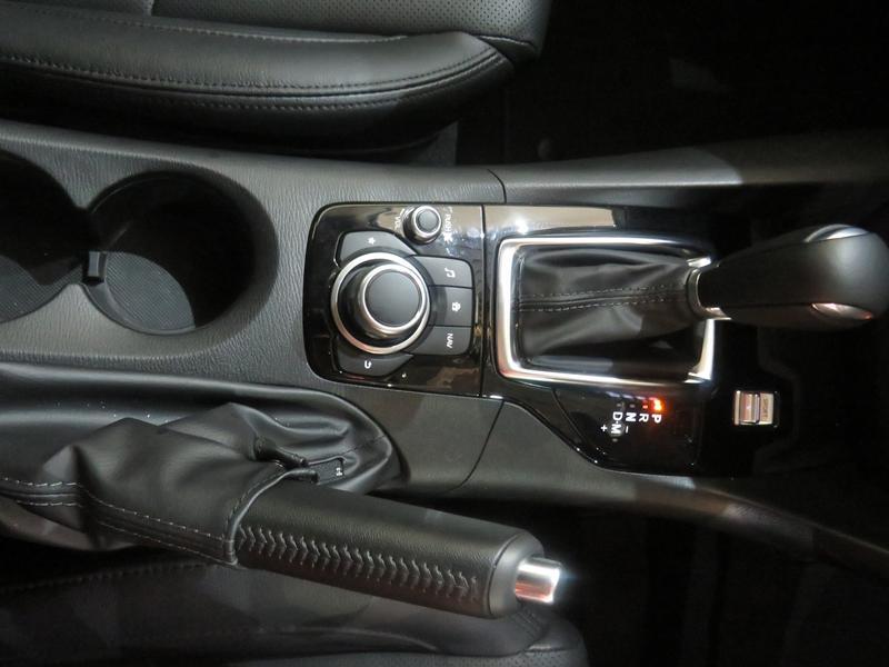 Mazda 3 2.0 Individual 5-Door At Image 9