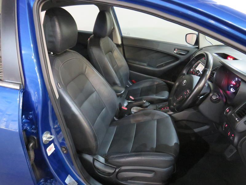 Kia Cerato 2.0 Sx 4-Door At Image 8
