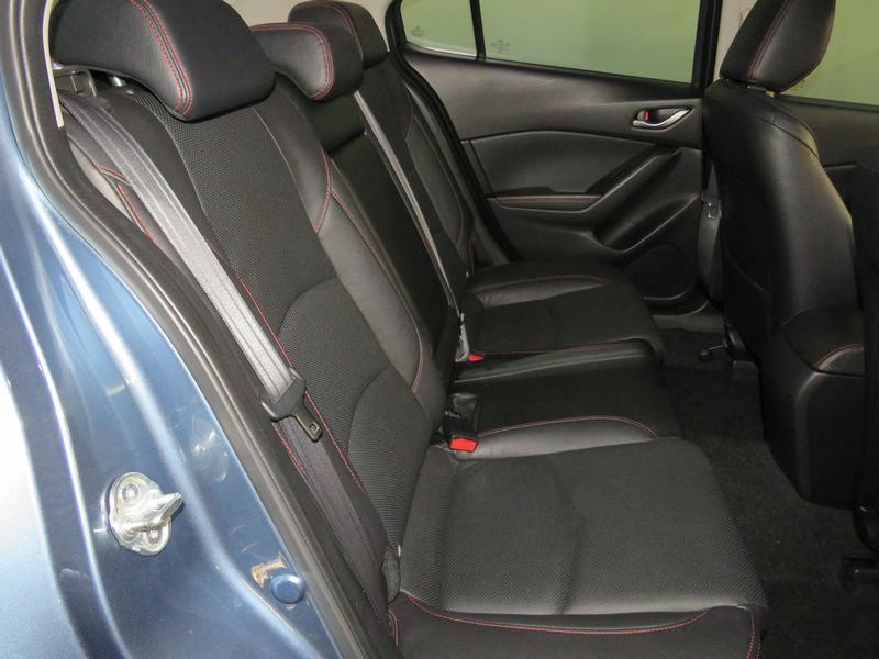 Mazda 3 1.6 Dynamic 4-Door At Image 14