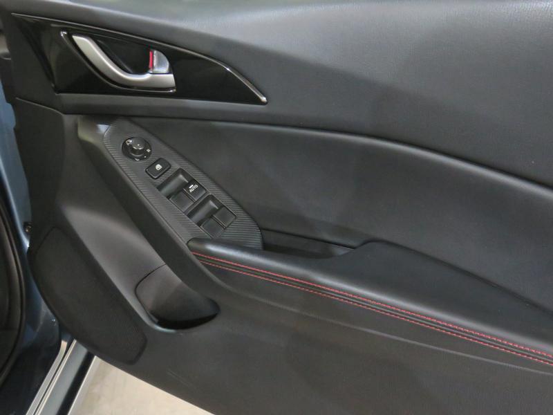 Mazda 3 1.6 Dynamic 4-Door At Image 6