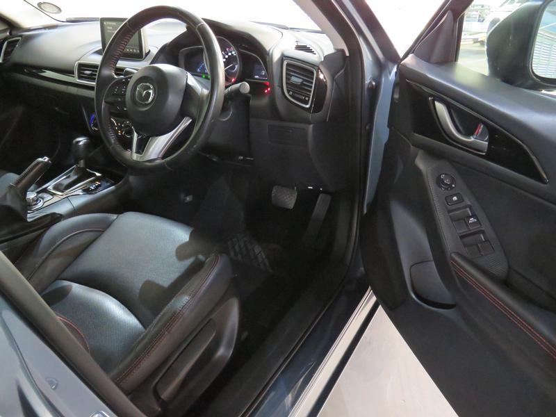Mazda 3 1.6 Dynamic 4-Door At Image 7