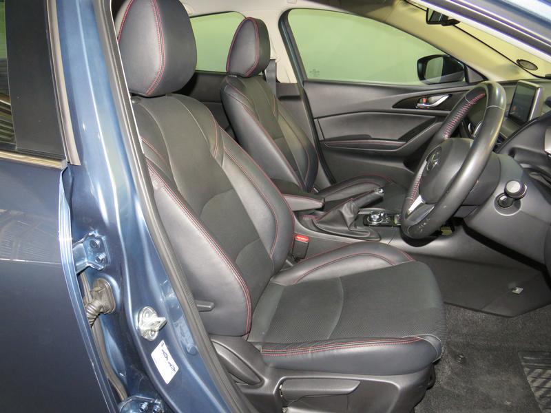 Mazda 3 1.6 Dynamic 4-Door At Image 8