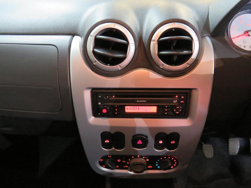 Nissan NP200 1.6 16V Se Image 10