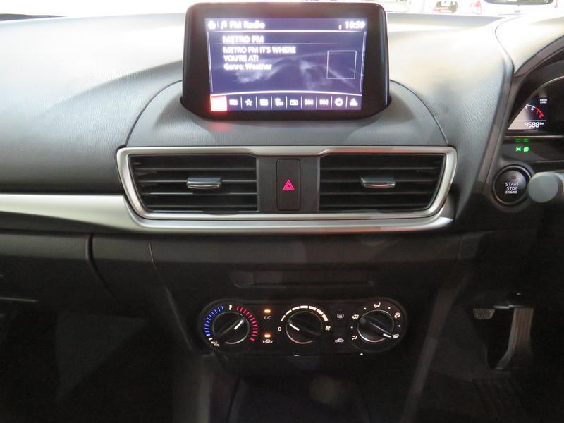Mazda 3 2.0 Individual 4-Door Image 10