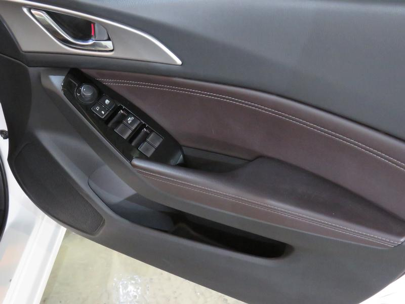 Mazda 3 2.0 Individual 4-Door Image 6