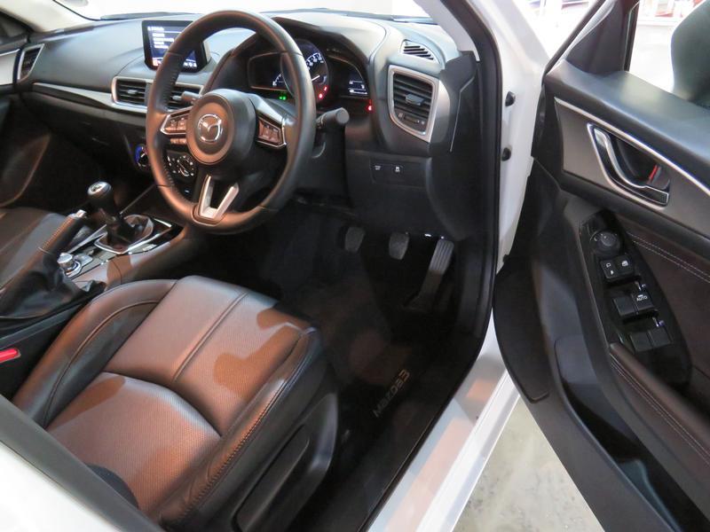 Mazda 3 2.0 Individual 4-Door Image 7