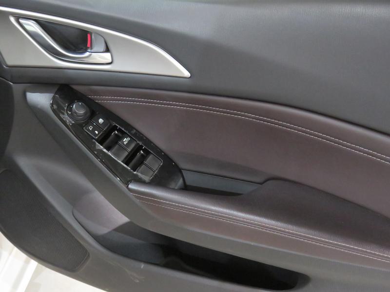 Mazda 3 2.0 Individual 4-Door At Image 11