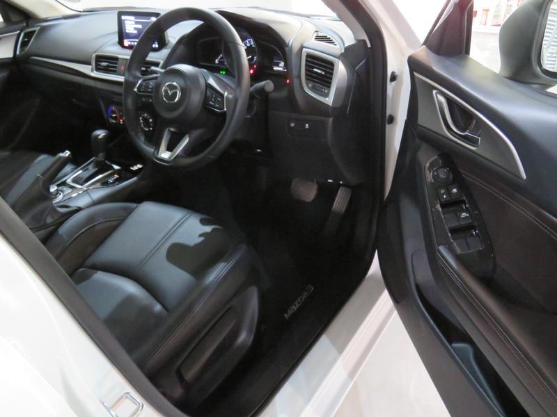 Mazda 3 2.0 Individual 4-Door At Image 6