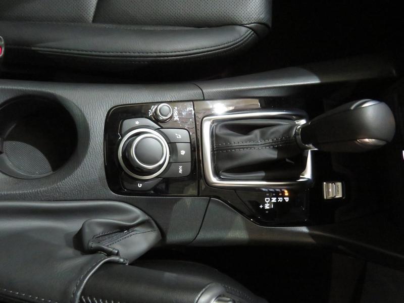 Mazda 3 2.0 Individual 4-Door At Image 8