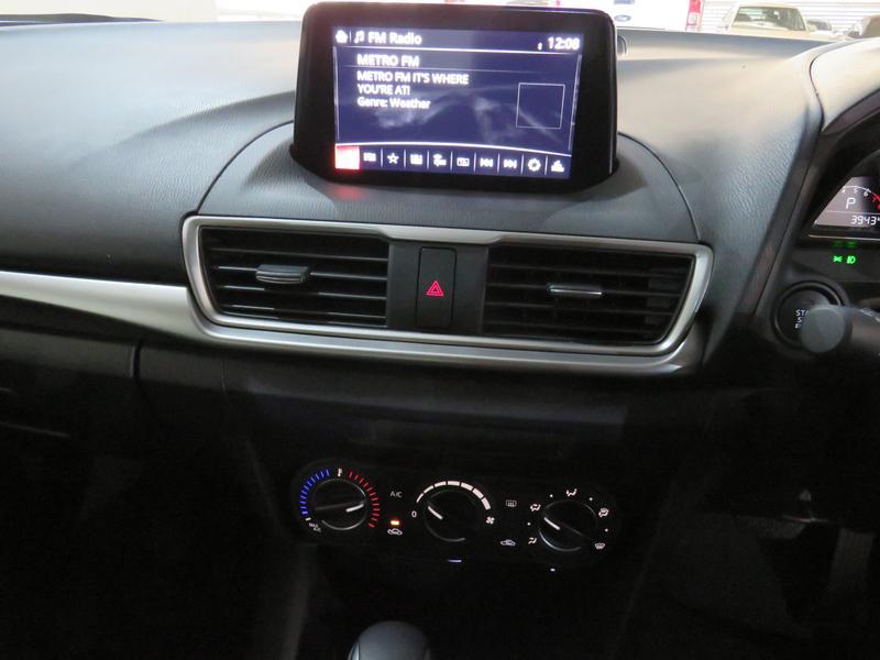 Mazda 3 2.0 Individual 4-Door At Image 9