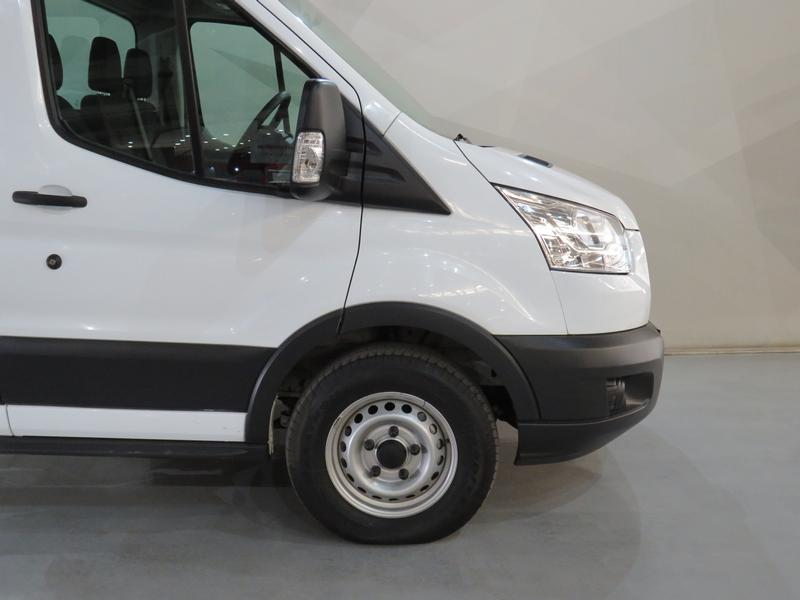 Ford Transit 2.2 Tdci Chassis Cab 330 Mwb Image 4