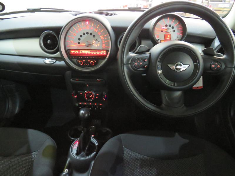 MINI Hatch Cooper Steptronic Image 12