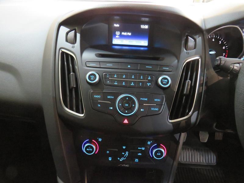 Ford Focus 1.5 Ecoboost Trend 5-Door Image 10
