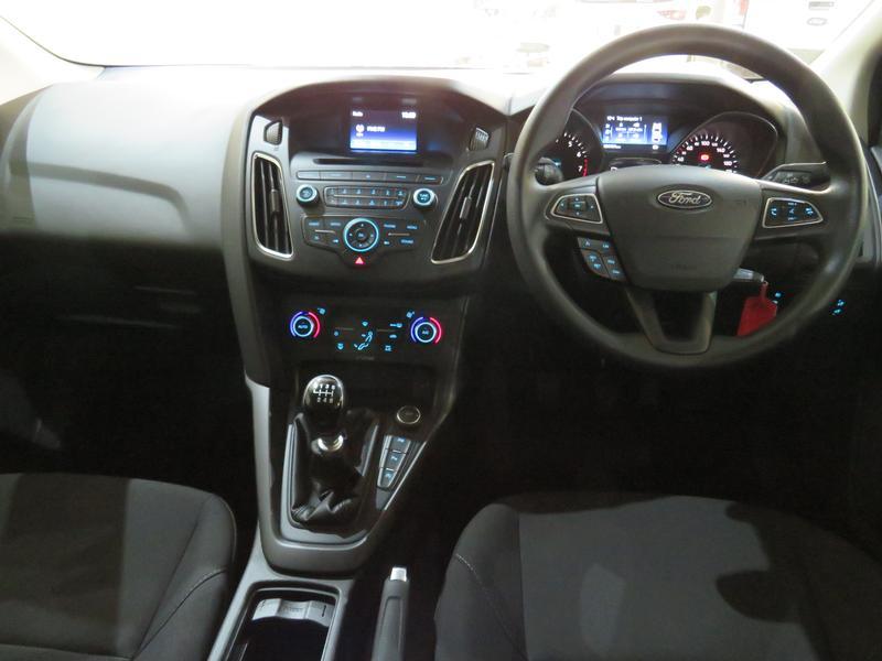 Ford Focus 1.5 Ecoboost Trend 5-Door Image 13