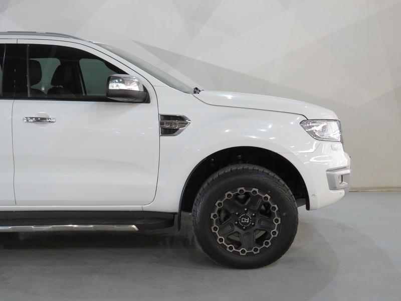 Ford Everest 3.2 Ltd 4X4 At Image 4