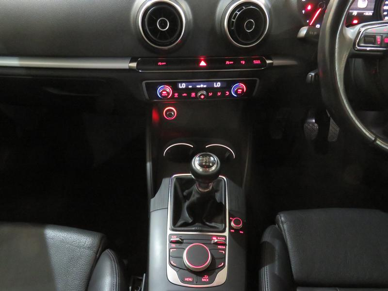 Audi A3 Sedan 1.4 Tfsi Se Image 11