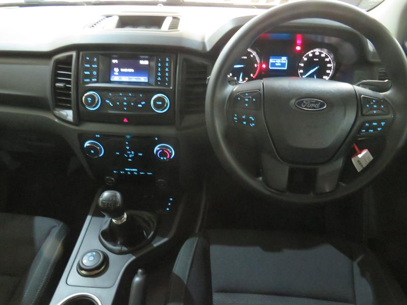 Ford Everest 2.2 Tdci Xls 4X4 Image 13