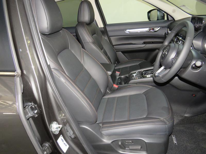 Mazda CX-5 2.0 Dynamic 4X2 At Image 8
