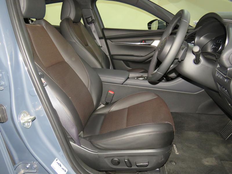 Mazda 3 2.0 Astina 5-Door At Image 8