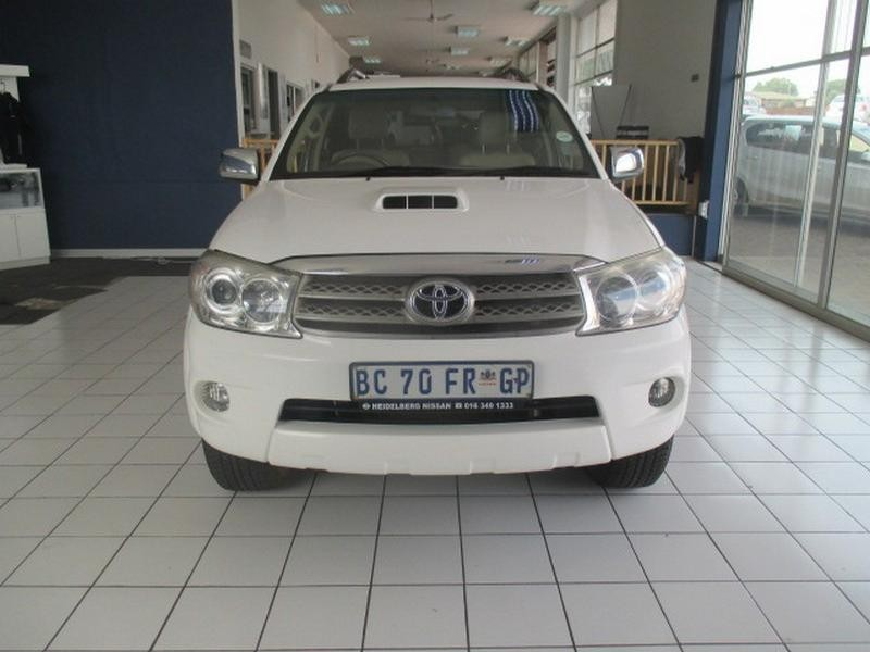 2011 Toyota Fortuner 3.0 D-4D R/body At
