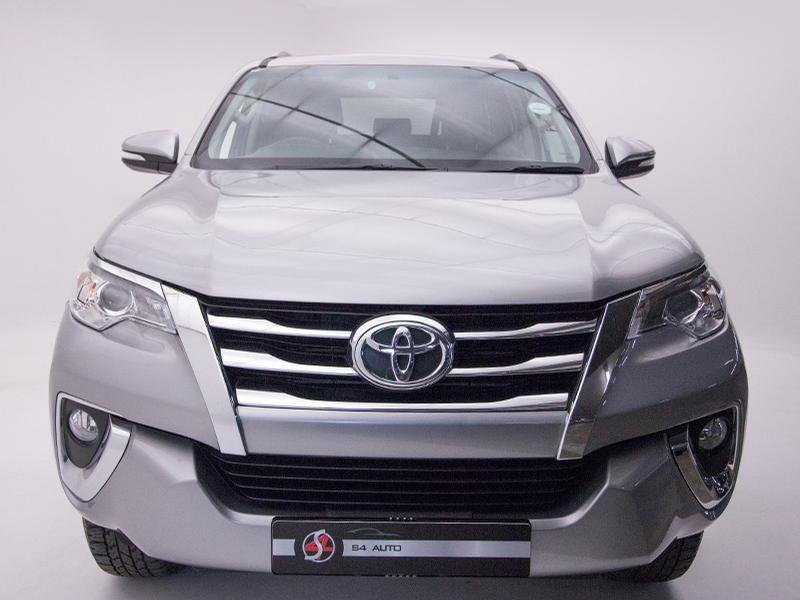 Toyota Fortuner My17 2.4 Gd-6 Raised Body At