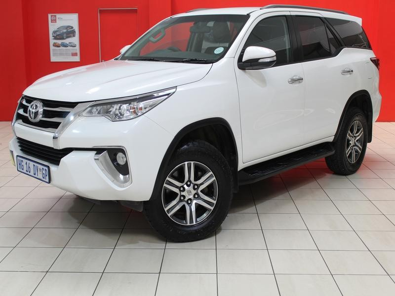 Toyota Fortuner My17 2.4 Gd-6 Raised Body