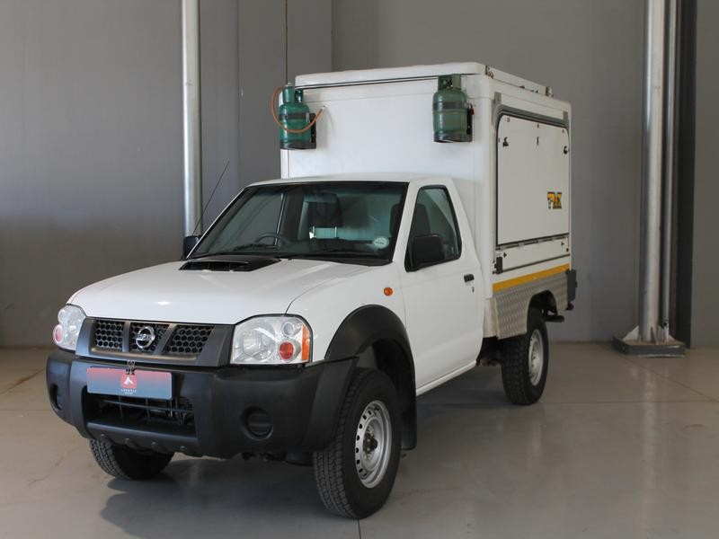Nissan NP300 Hardbody 2.5 D 4x4 Trax S/C Motor Home