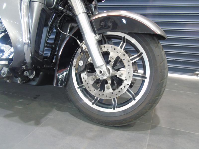 Harley Davidson Touring FLTRU Road Glide Ultra