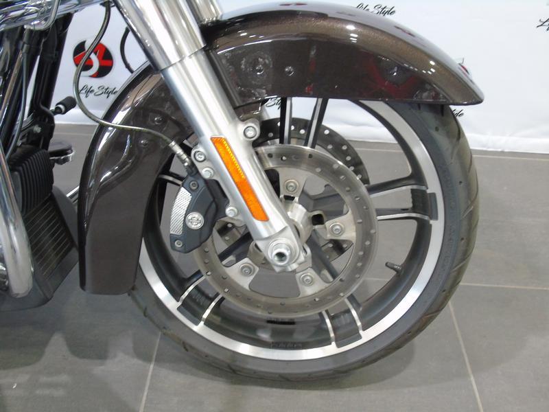 Harley Davidson FLTRXS Road Glide Special FLTRXS Colour (18my)