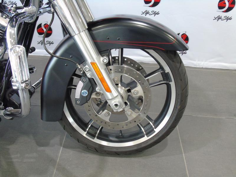 Harley Davidson Touring FLTRXS Road Glide Special