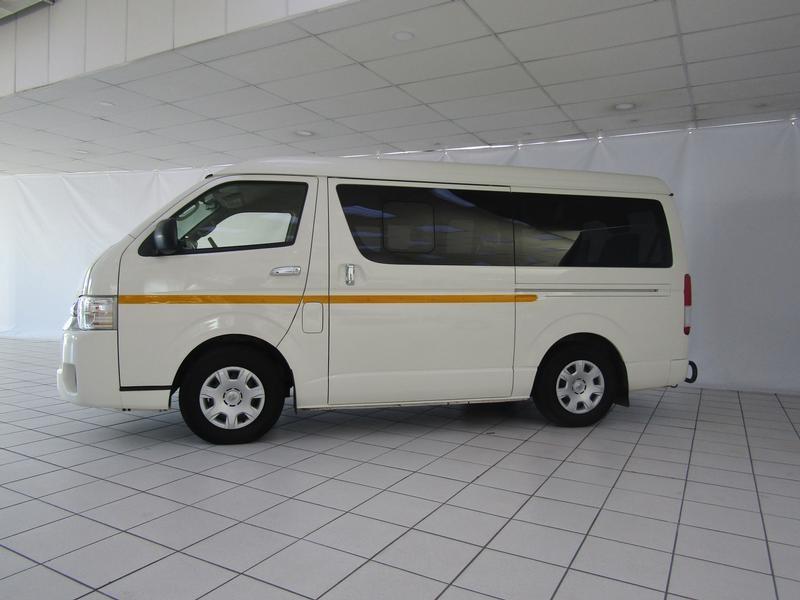Toyota Quantum 2.7 10-Seater Bus