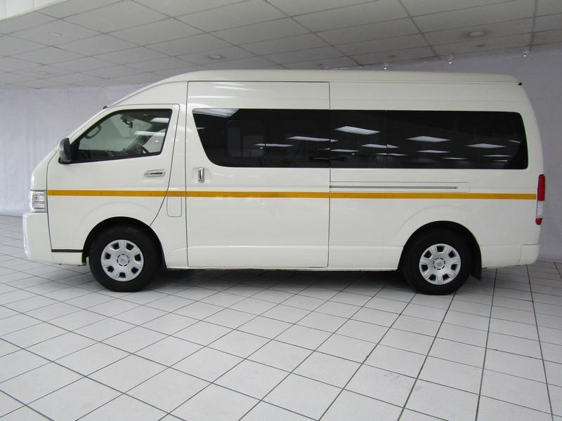 Toyota Quantum My17 2.7 14-Seater Bus