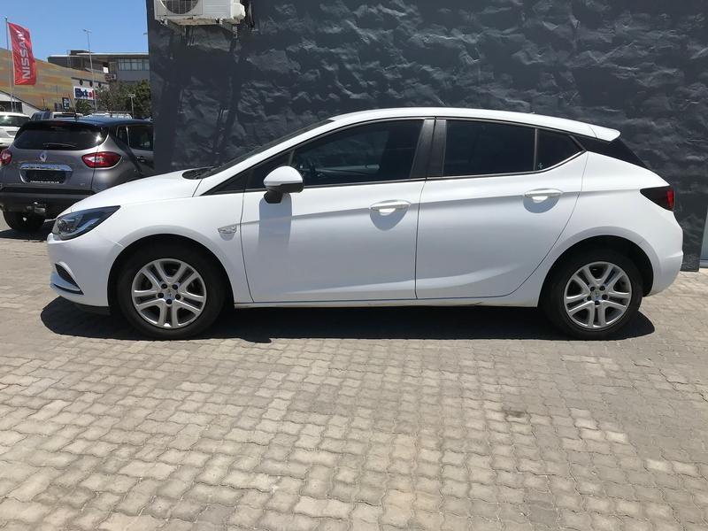 Opel Astra Hatch 1.0T
