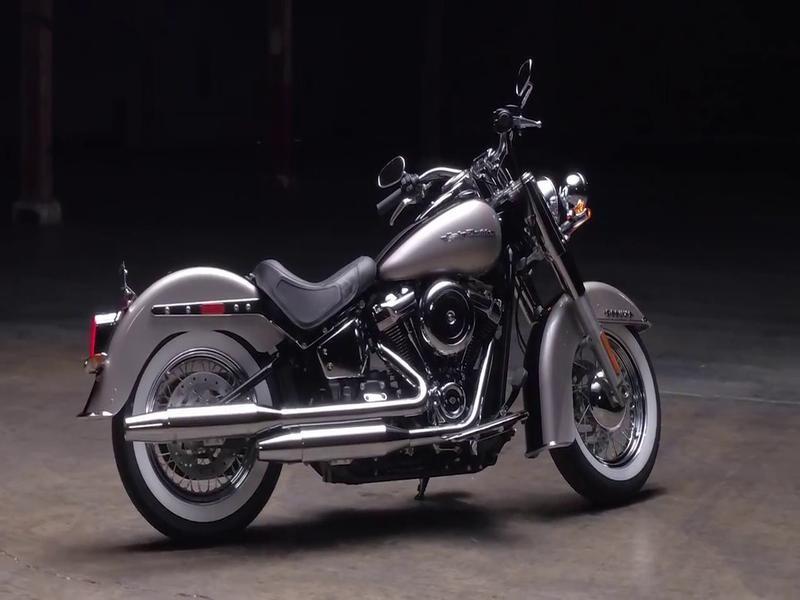 Harley Davidson FLSTN Softail Deluxe FLSTN Custom Colour (17my)
