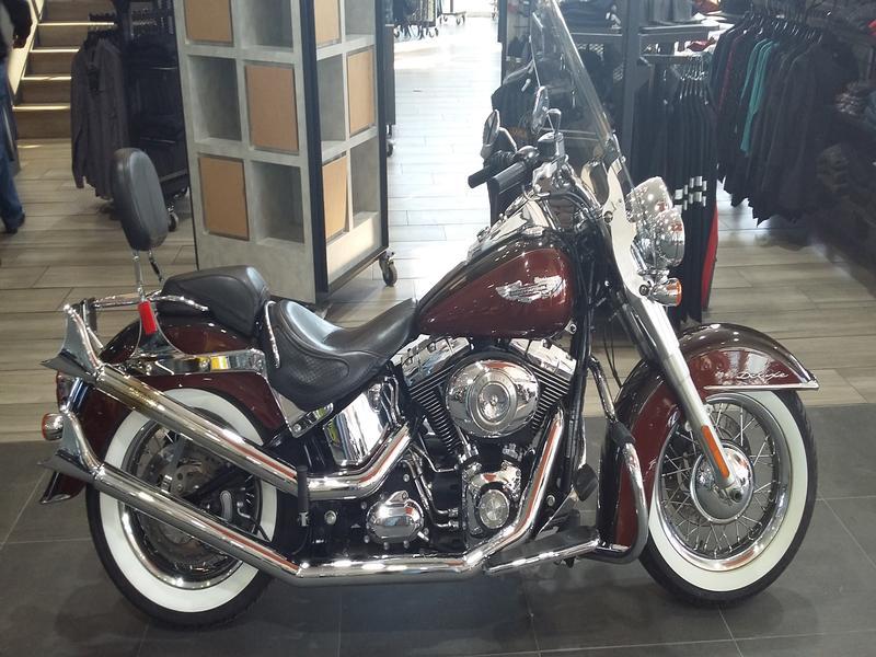 Harley Davidson FLSTN Softail Deluxe FLSTN Two-Tone (11my)